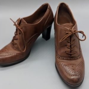 Brown leather heeled oxfords
